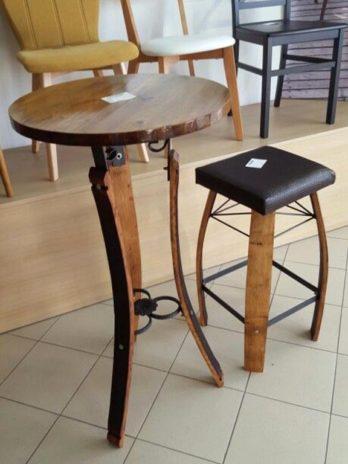 Set barski stoli i dvije stolice